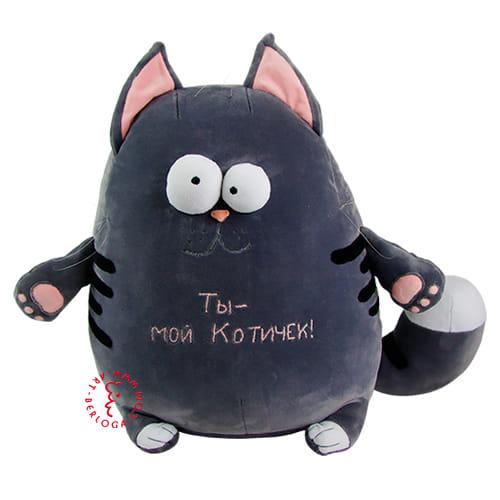 Плюшевый кот с надписью